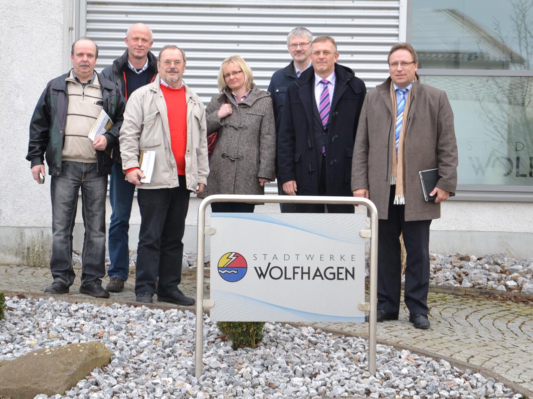 Samtgemeinde-Politiker konnten sich bei einem Besuch der Stadtwerke Wolfhagen informieren. Hingefahren sind (v. l.): Dieter Funsch (Grüne), Michael Lange (UWG Samtgemeinde), Manfred Krusche (SPD), Elisabeth Moormann (Finanzdezernentin), Johannes Koop (Erster Samtgemeinderat), Samtgemeinde-Bürgermeister Horst Baier.