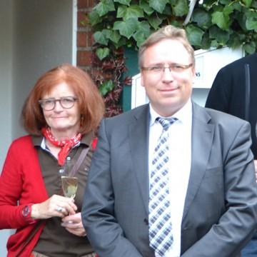 Rektorin Elisabeth Middelschulte und Horst Baier: Gemeinsam feiern werden sie am Samstag, 20. Juni, erst einmal die neue Turnhalle in Gehrde.