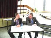 Baier und Ankums UWG-Bürgermeister Brummer-Bange (rechts): In Ankum führten viele Info-Versammlungen, mit Bürgern und auch eine mit der UWG, zu einer Entscheidung für den Umzug der Grundschule.