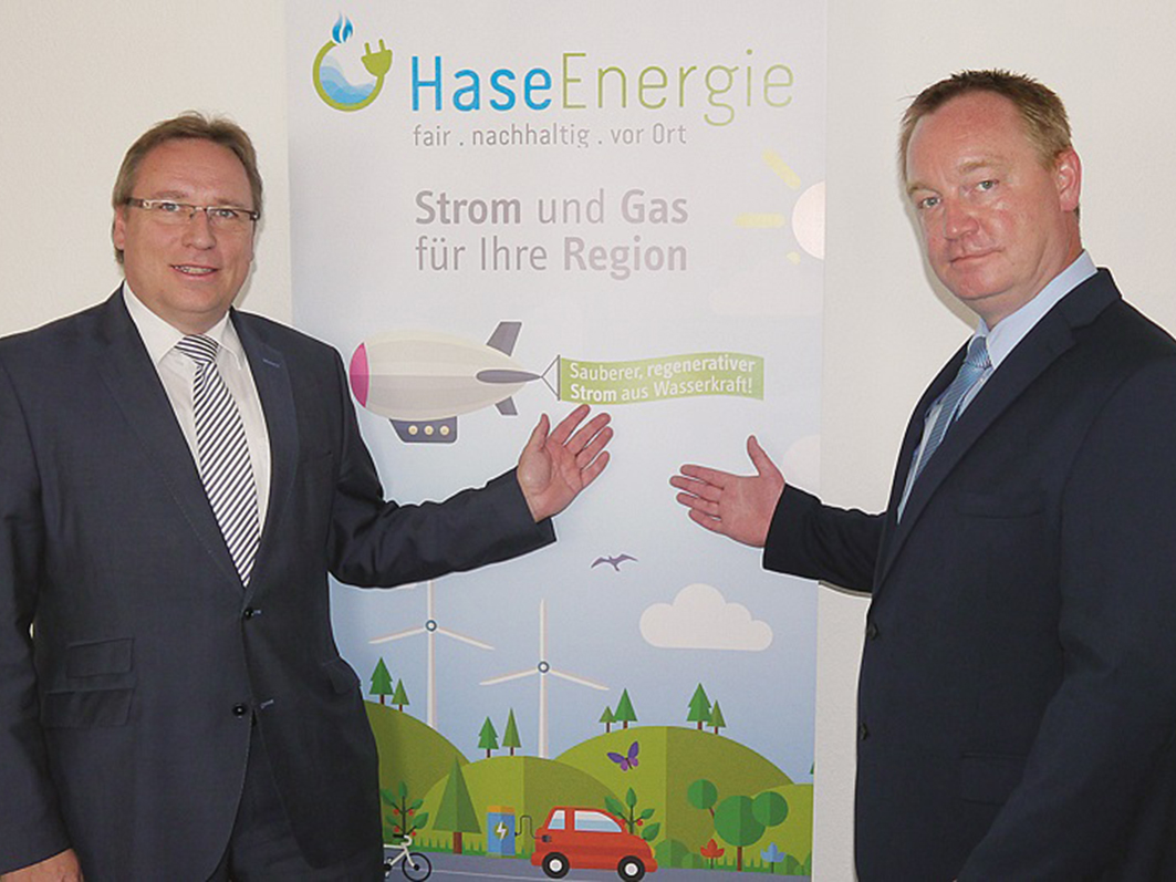 Horst Baier und Jan Wojtun (rechts): Beide sind vom neuen Gemeindewerk HaseEnergie überzeugt.