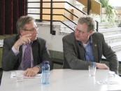 Detert Brummer-Bange (rechts) und Samtgemeindebürgermeister Dr. Baier bei einer Veranstaltung in Ankum zum Thema Bürgerhaushalt.