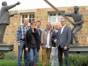 Das Flüchtlings-Team (von links nach rechts): Alexander Hummert, Maike Korfage, Thomas Oeverhaus, Hermann Loxterkamp, Gabriele Linster und Andreas Schulte. Foto Samtgemeinde.
