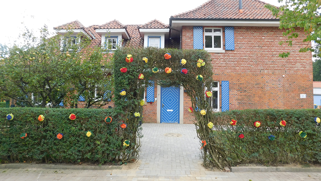 Fein geschmückt: Der Eingang zum Kindergarten.