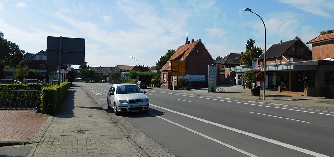 Entschleunigung: Die Streifen rechts und links der eigentlichen Fahrbahn werden nach dem Umbau nicht länger befahrbar sein. In diesem Bereich ist zudem eine Fußgängerampel vorgesehen.