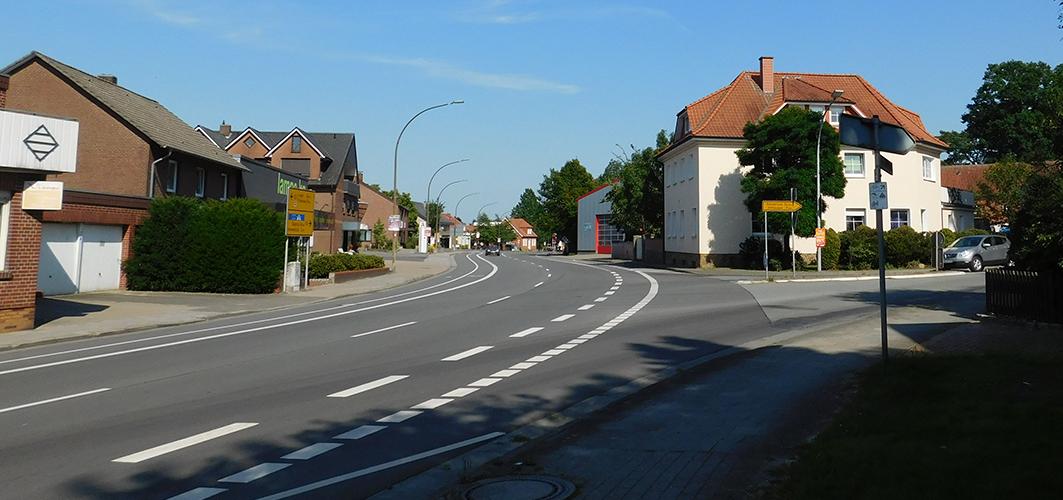 An der Alfhausener Straße soll der Verkehr durch Ampeln geregelt werden. Einem Kreisverkehr stehen zu viele Hindernisse (Geschäfte) im Weg.