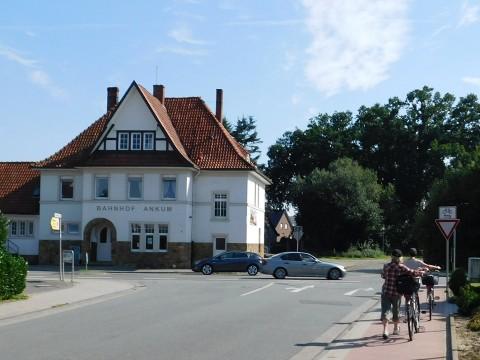 Für einen Kreisverkehr an dieser Stelle müsste das Bahnhofsgebäude abgerissen werden.