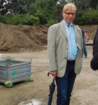 Bürgermeister Sebastian Hüdepohl (CDU). Hier bei einem Termin am Alfsee.