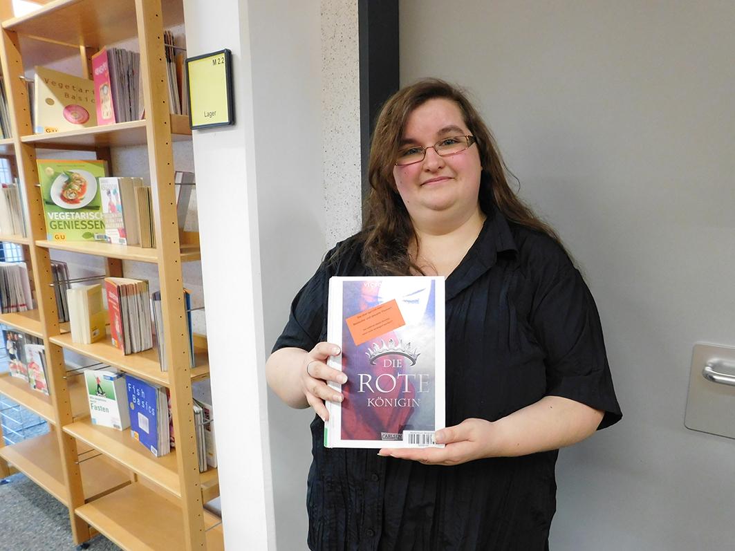 """Jeannette Hammel und """"Die Rote Königin"""", ihr Buch-Tipp für klartext."""