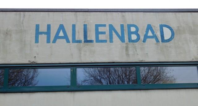 Sanierungsbedürftig: Das Hallenbad in Ankum.