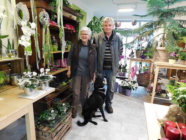 Martina und Alfons Kröger (mit Hund Filou) haben keine Nachfolgesorgen. Ihr Sohn Alex wird übernehmen.