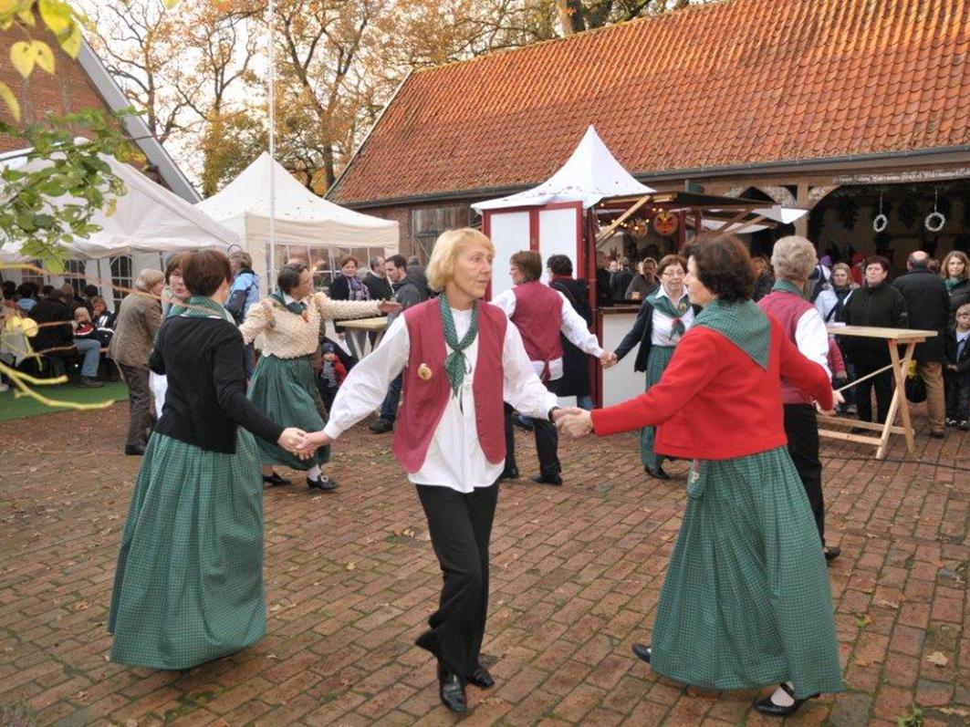 Musik und Tanz sorgen für ein rundum stimmungsvolles Ambiente. © Foto: Hof Groneick.