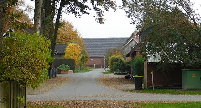 Die vier Grundstückseigentümer an der kleinen Beerstraße lehnen eine Sanierung, die jeden 5.000 Euro kosten soll, ab.
