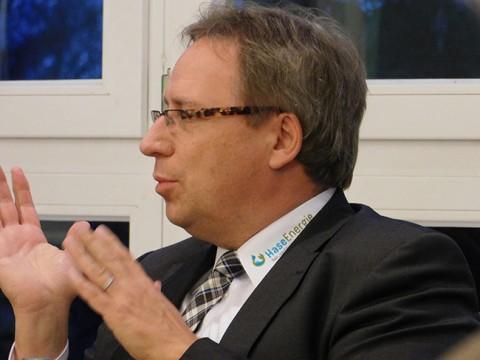 Wirbt auch schon mal per Hemdkragen für HaseEnergie: Dr. Horst Baier, Geschäftsführer HaseEnergie und Samtgemeindebürgermeister.