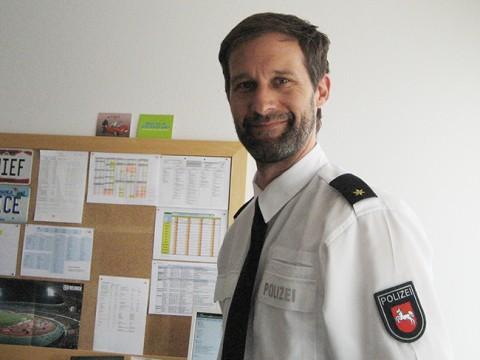 Der Leiter des Kommissariats, Oliver Voges, in seinem Büro.