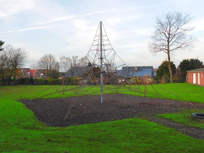 Auch die weitläufigen Spiel- und Bewegungsflächen draußen gehören zu den starken Seiten der neuen Grundschule.