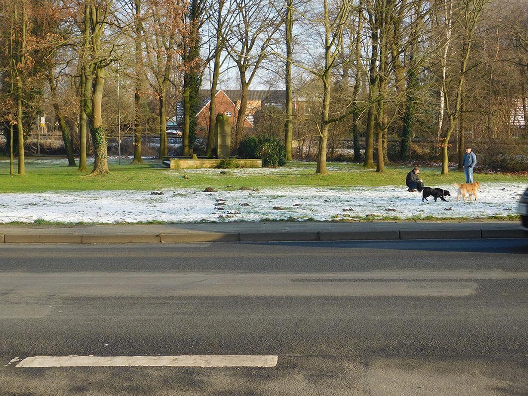 Der Ehrenmal-Platz in Rieste: Machen Fitness-Trainingsgeräte für 40.000 Euro an so einem öffentlichen Platz Sinn?