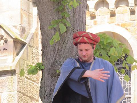 Dirk Raming als Darsteller beim Turmfest: Darstellerisches Talent kann auch in der Politik nicht schaden.