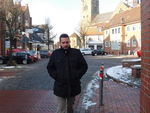 Dirk Raming eilt nicht nur zu Terminen ins Ankumer Rathaus. Er sitzt für die UWG Ankum auch im Samtgemeinderat.