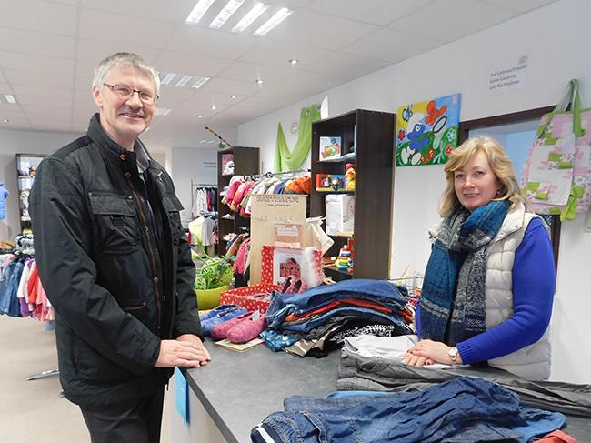 """Ewald Beelmann begleitet auch die Existenzgründerin Tatjana Thünemann, die sich in Ankum mit dem Laden """"Zwergennest"""" selbständig machte."""