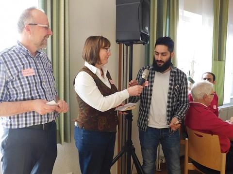 Franz Huchtkemper begrüßte die Gäste. Agnes Droste übersetzte ins Englische und Basem ins Arabische.