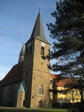 In idyllischer Lage: Die Kirche der kath. St.-Vincentius-Gemeinde.