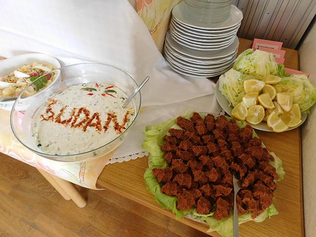Talente entdecken: Was sie beim Kochen draufhat, zeigte eine sudanesische Köchin mit ihren köstlichen Gerichten.