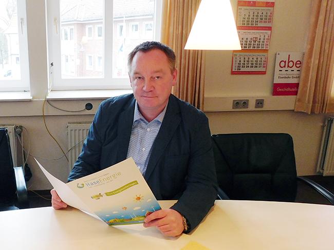 Wer seine letzte Strom- bzw. Gasrechnung mitbringt, erfährt in der Beratung von Jan Wojtun, was bei einem Wechsel zu HaseEnergie zu bezahlen wäre – die druchweg grünen, sauberen Strom liefert.