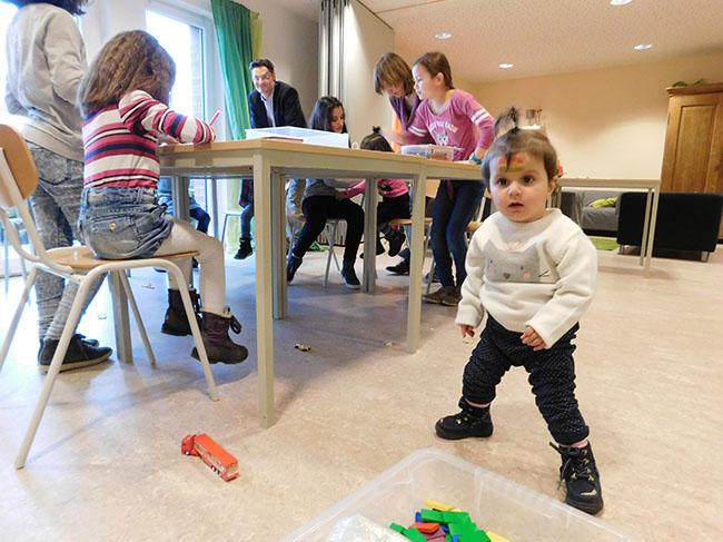 8-Fluechtlingstreffen-spielende-Kinder