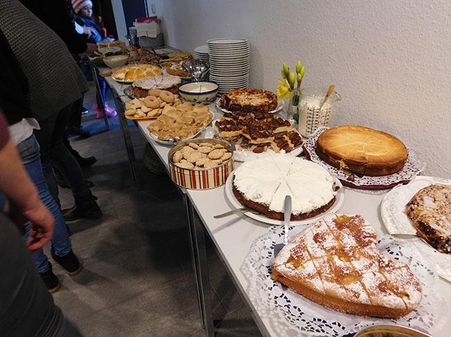 9-Fluechtlingstreffen-Kuchen