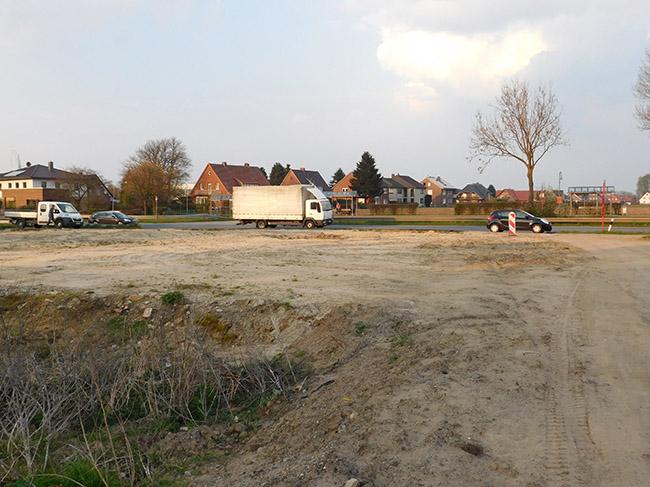 Das Grundstück liegt an der viel befahrenen Bundesstraße. Darum muss auch Geld für Lärmschutzmaßnahmen ausgegeben werden.