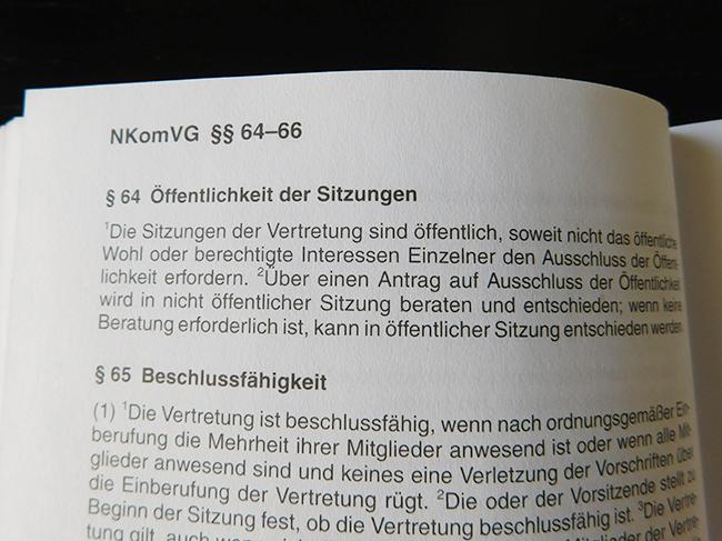 Nach § 64 des Niedersächsischen Kommunalverfassungsgesetzes sind Sitzungen – bis auf sehr begrenzte Ausnahmen – öffentlich.