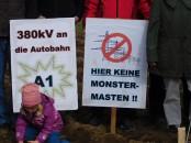 12-Stromtrasse-Plakate-Maedchen