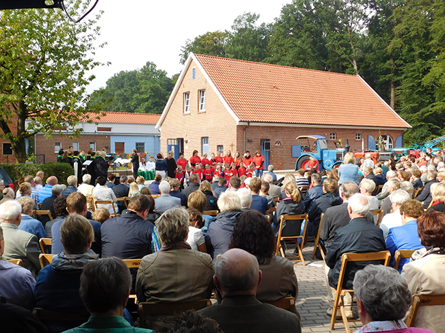 Ein Fest für die ganze Gemeinde war 2015 die Einweihung der neuen KiTa in Eggermühlen. Die Samtgemeinde steuerte zum Bau 550.000 € bei und sie ist zuständig für die Betriebs- und Personalkosten.