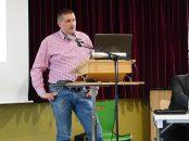 """Übte Kritik an Amprion und sagte """"wir wollen die Betroffenheit nicht woanders hinschieben"""". Udo Biemann, der Vorsitzende des Vereins """"Hackemoor unter Strom""""."""