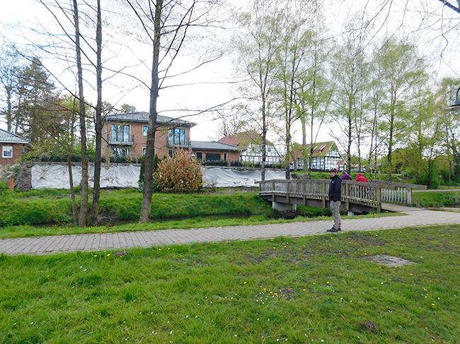 Am westlichen Ufer des Sees entstanden am Brunning bereits zwei Villen.