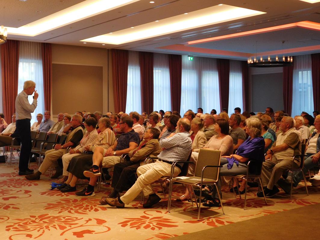 Zwei Stunden lang war Henning Scherf im See- und Sporthotel in Ankum, erzählte ungemein anschaulich und beantwortete Fragen der zahlreichen Zuhörer.