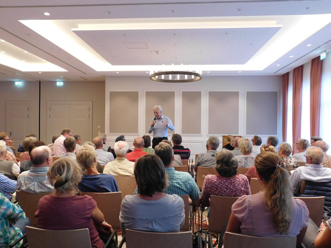 Henning Scherf ermuterte seine Zuhörer, ihn zu unterbrechen und Fragen zu stellen.
