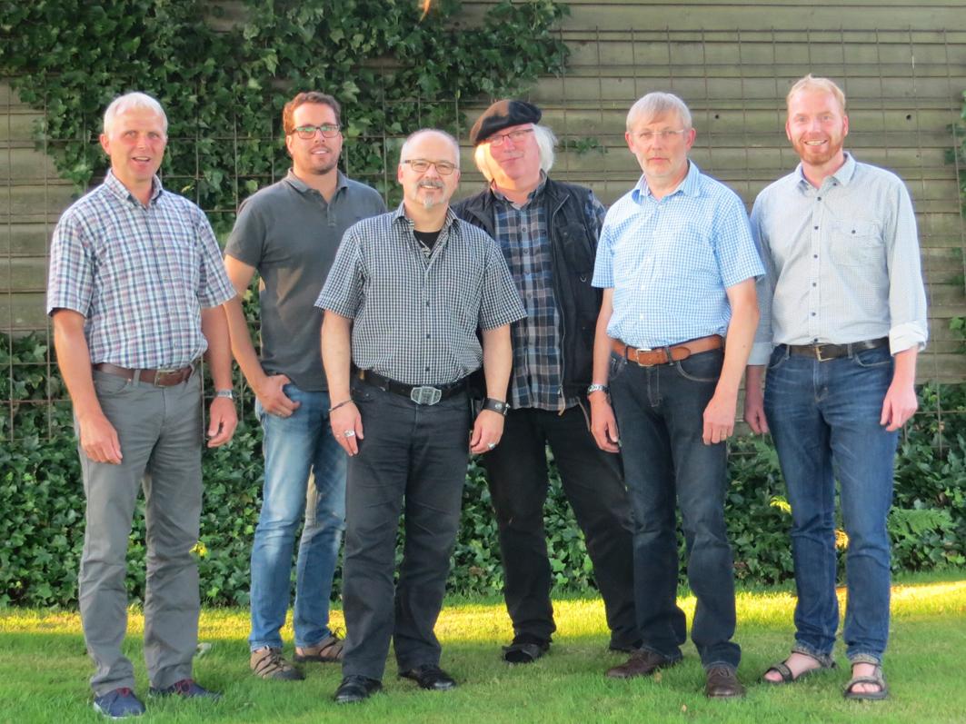 Vier aus dieser Gruppe kandidieren für den Samtgemeinderat. Das sind: Rochus Marszalkowski (3.von links), Richard Kock (2. von rechts), Christoph Bedenbecker (links) und Hermann Wörtmann (3. von rechts).