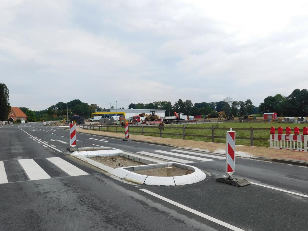 Günstige Verkehrslage: Mit dem Bau des Netto-Markts waren auch umfangreichere Straßenbauarbeiten an der Kreisstraße verbunden.