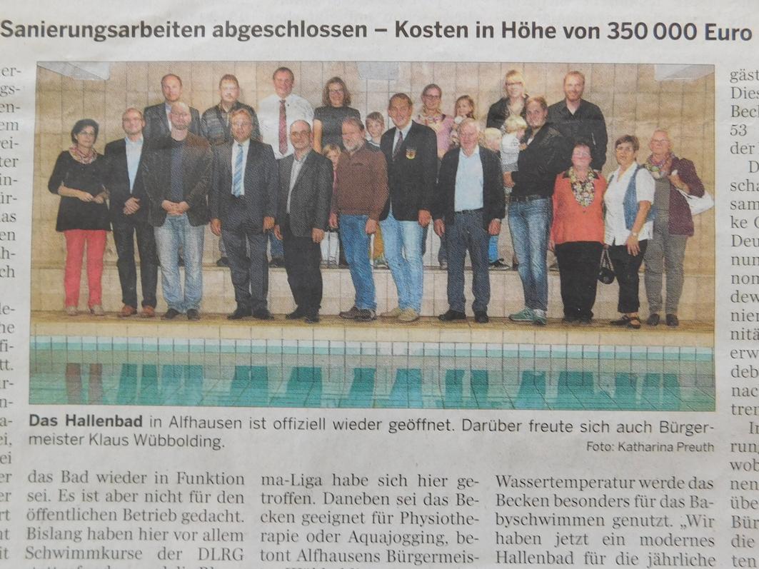 Viele freuten sich mit dem Samtgemeindebürgermeister Dr. Horst Baier und Bürgermeister Klaus Wübbolding über die Sanierung des Hallenbads.