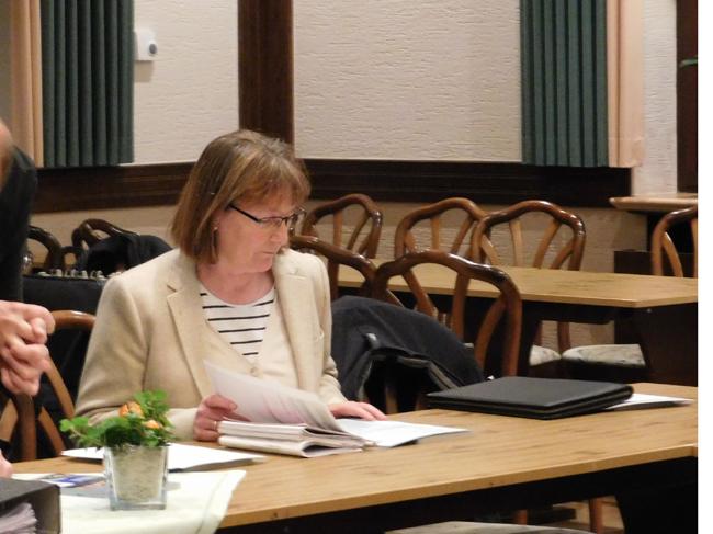 Zu diesem zeitpunkt war Agnes Droste noch ein einfaches Ratsmitglied. Kurz darauf nahm sie die Wahl zur Ratsvorsitzenden an.