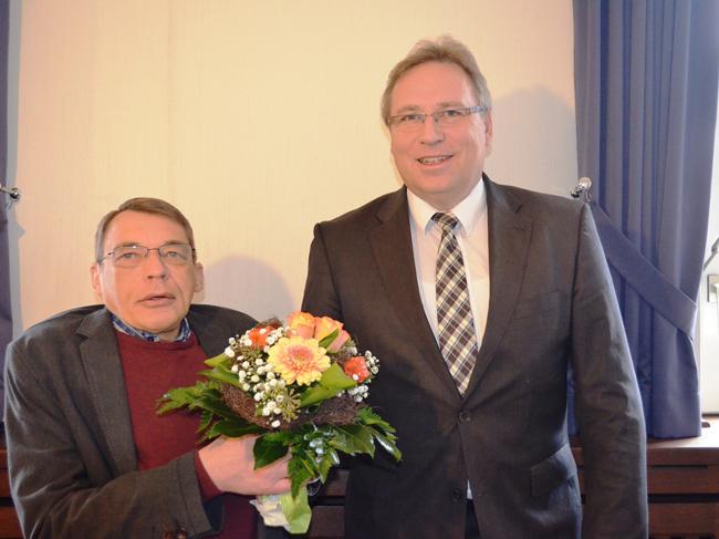Vier Jahre lang engagierte sich Hubert Meyer (links) als Behindertenbeauftragter. Bei der Verabschiedung Ende November dankte ihm Samtgemeindebürgermeister Dr. Horst Baier. Foto: Samtgemeinde Bersenbrück.