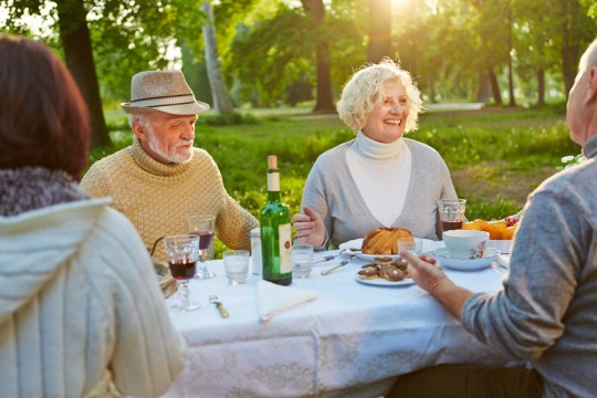 Eine gute Entwicklung: Länger bei guter Verfassung das Leben genießen. Foto: © Robert Kneschke - Fotolia.com