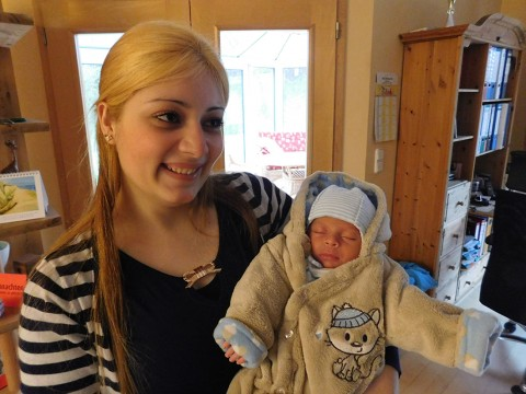 Andi macht es seiner Mutter Abir leicht: Er ist ein sehr zufriedenes und ruhiges Baby.